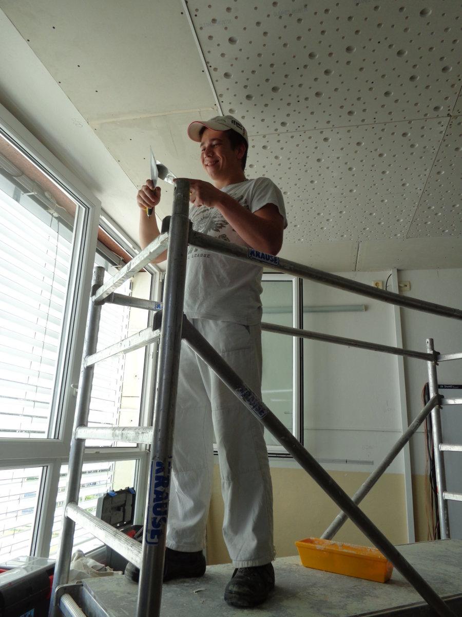 Práce u stropu...